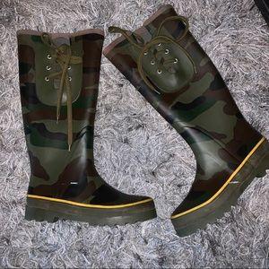 J crew camouflage rain boots size 6